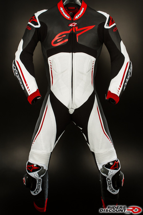 Atem_suit_black_red-1