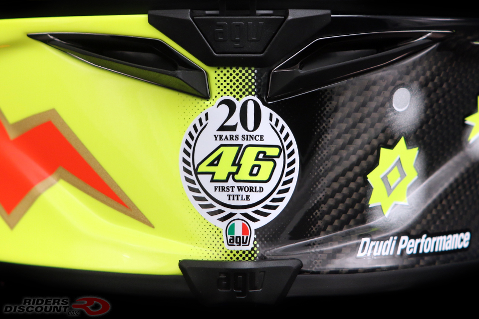 agv_pista_gp_r_valentino_rossi_20_years_chin_detail