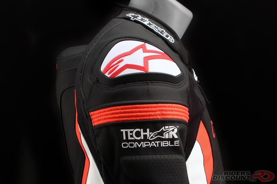 alpinestars_missile_jacket_shoulder_detail
